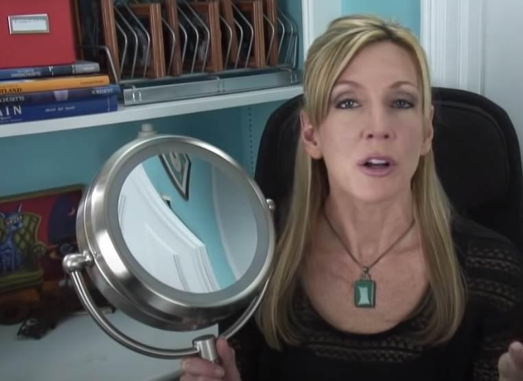 zena i ogledalo